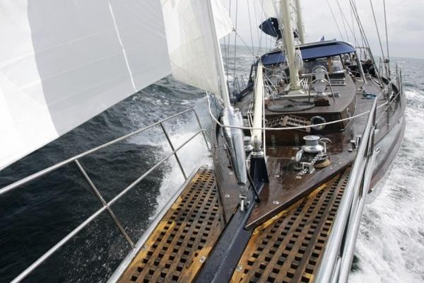 Námořní jachta Panta Rhei- zajistili jsme kompetní stavbu lodi i výrobu většiny komponentů